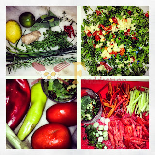 4 Φωτογραφίες , 2 τα λαχανικά και τα μυρωδικά ολόκληρα για το Ντρέσινγκ και το Μυλοκόπι και 2 τεμαχισμένα