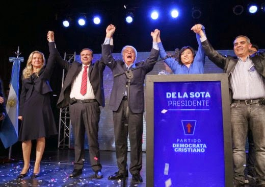 """Otro Skecht de la Obra """"De la Sota Presidente Caliente"""" en un teatro de 500 asientos"""