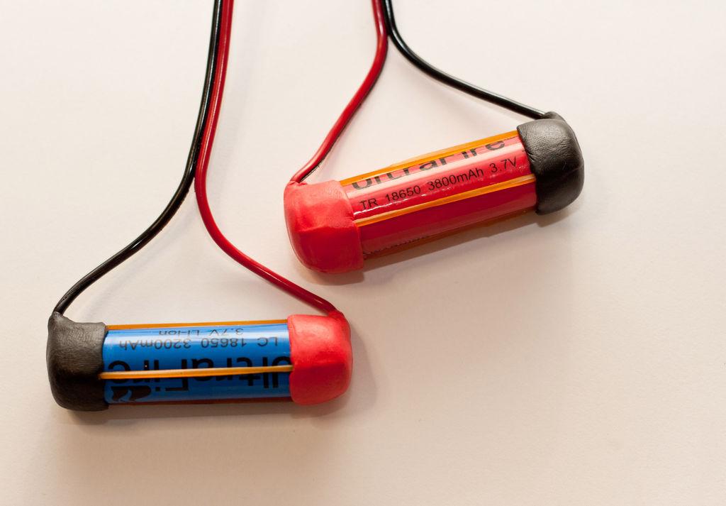 cara membuat holder battery ultrafire 3 7v silinder zona cyber man. Black Bedroom Furniture Sets. Home Design Ideas