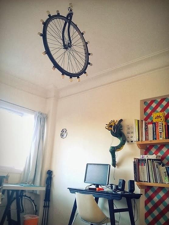 http://www.sarzena.com/2014/02/una-lampara-con-alma-de-ciclista.html