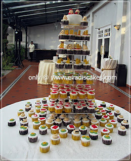 Picture of Penang Cakes - Evadis Cupcakes - Piggies Wedding Fondant Cake and Cupcakes