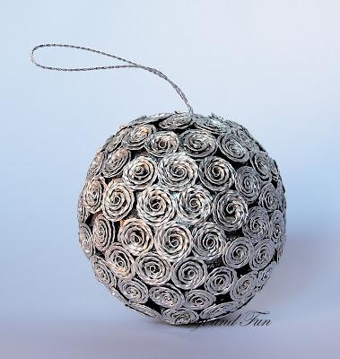 Le cialde nespresso si trasformano in una pallina di Natale preziosa