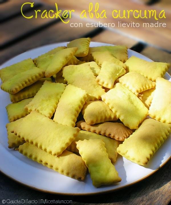 crackers alla curcuma con esubero lievito madre