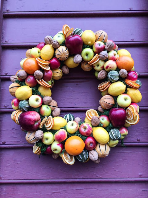 williamsburg christmas wreath fruit