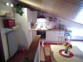 la nuova, bella, bianca e rossa cucina di momo