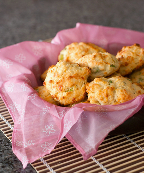 Red Shallot Kitchen: Cheddar and Green Onion Drop Biscuits