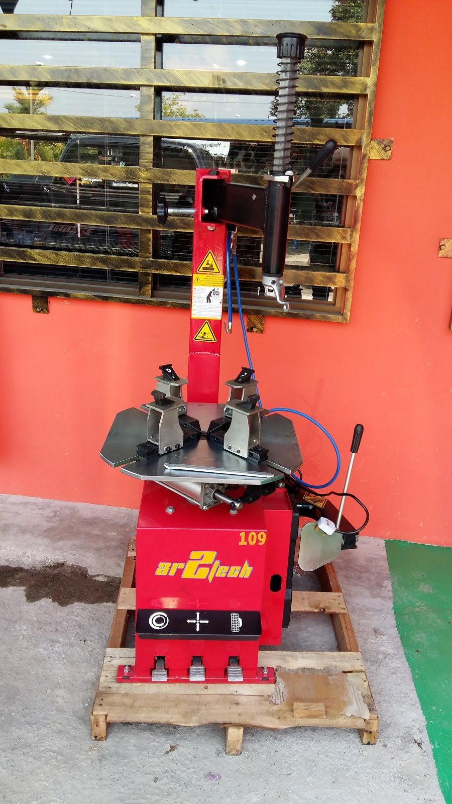 AR2TECH MOTORCYCLE TYRE CHANGER