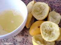 exprimir limones