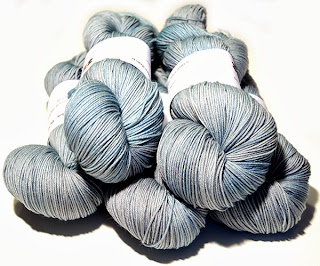 http://laine-et-plus.com/produit/sw-merinos-nylon-sock-bleu/