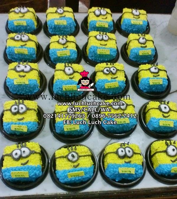 Mini Cake Hello Kitty dan Minion Daerah Surabaya - Sidoarjo