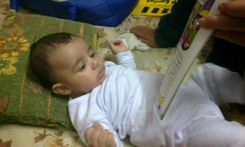 آسر يستمع إلى حكاية من جدو