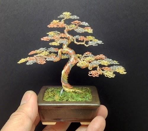 02-Ken-To-aka-KenToArt-Miniature-Wire-Bonsai-Tree-Sculptures-www-designstack-co