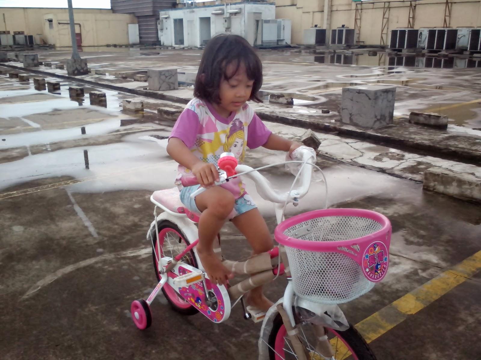 Keira Belajar Sepeda 3