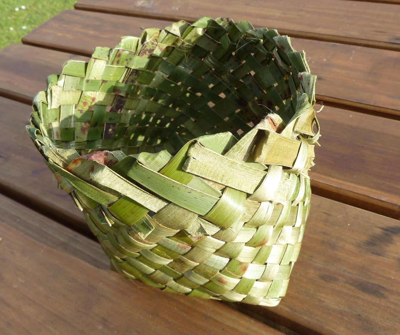 Basket Weaving New Zealand : Sandra pearce flax weaving in new zealand