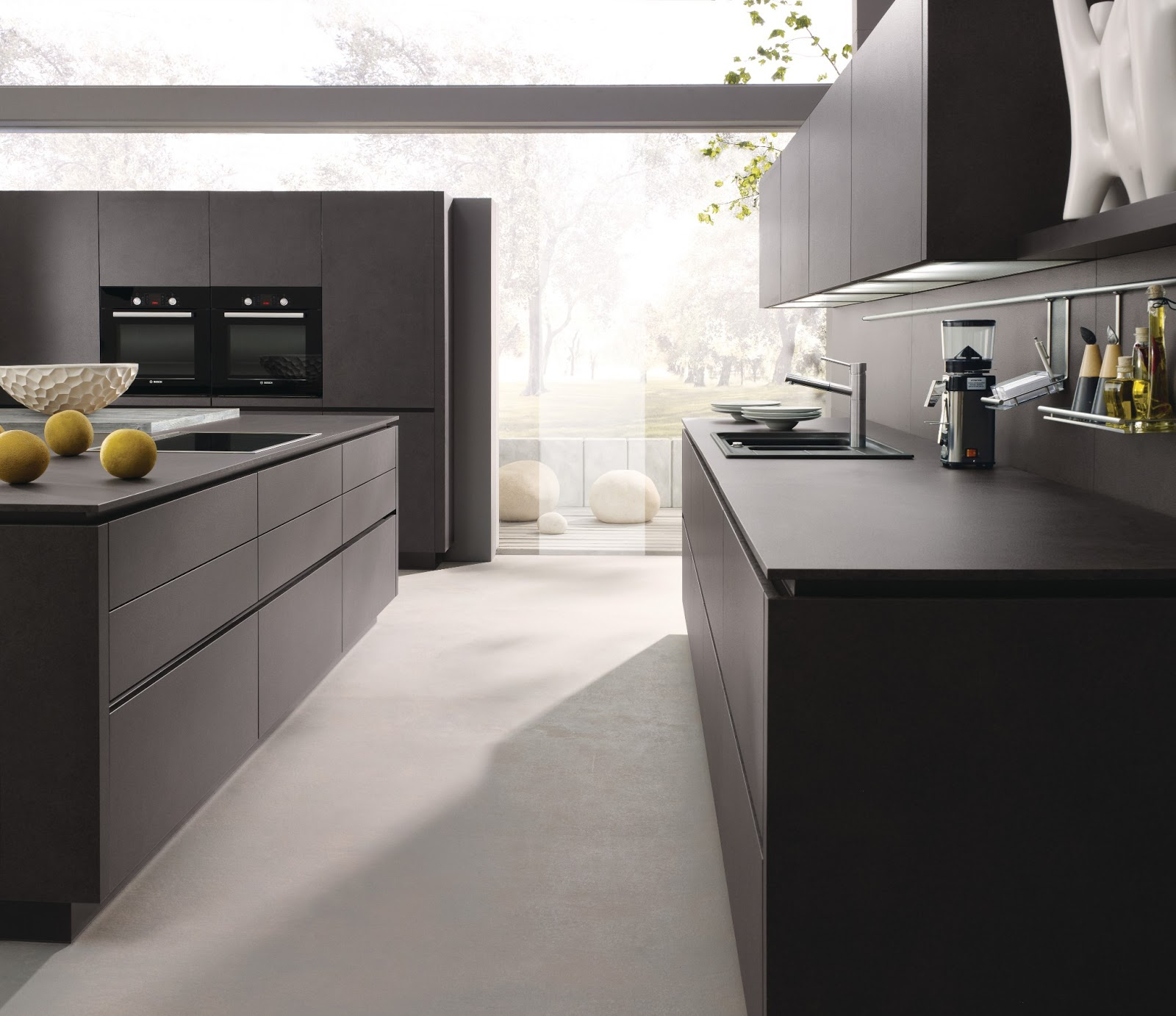 Cuisine design anthracite avec lot for Cuisine sans ilot central