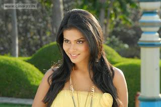 Kevvu-Keka-Heroine-Sharmila-Mandre