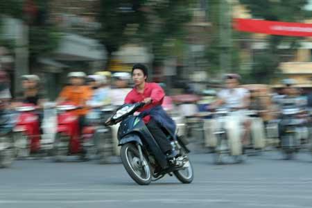 Mức phạt cho xe máy chạy quá tốc độ - Đua xe trái phép - Lạng lách đánh võng