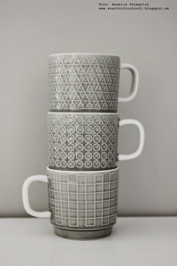 muggar med olika mönster, ljusgrå mugg, kaffemugg, webbutik, webbutiker, webshop, inredning, detaljer till köket, kök,