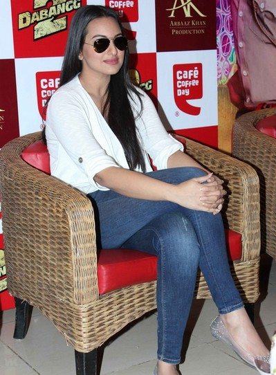 image 4 Bollywood Actresses Oops and Panty Upskirts