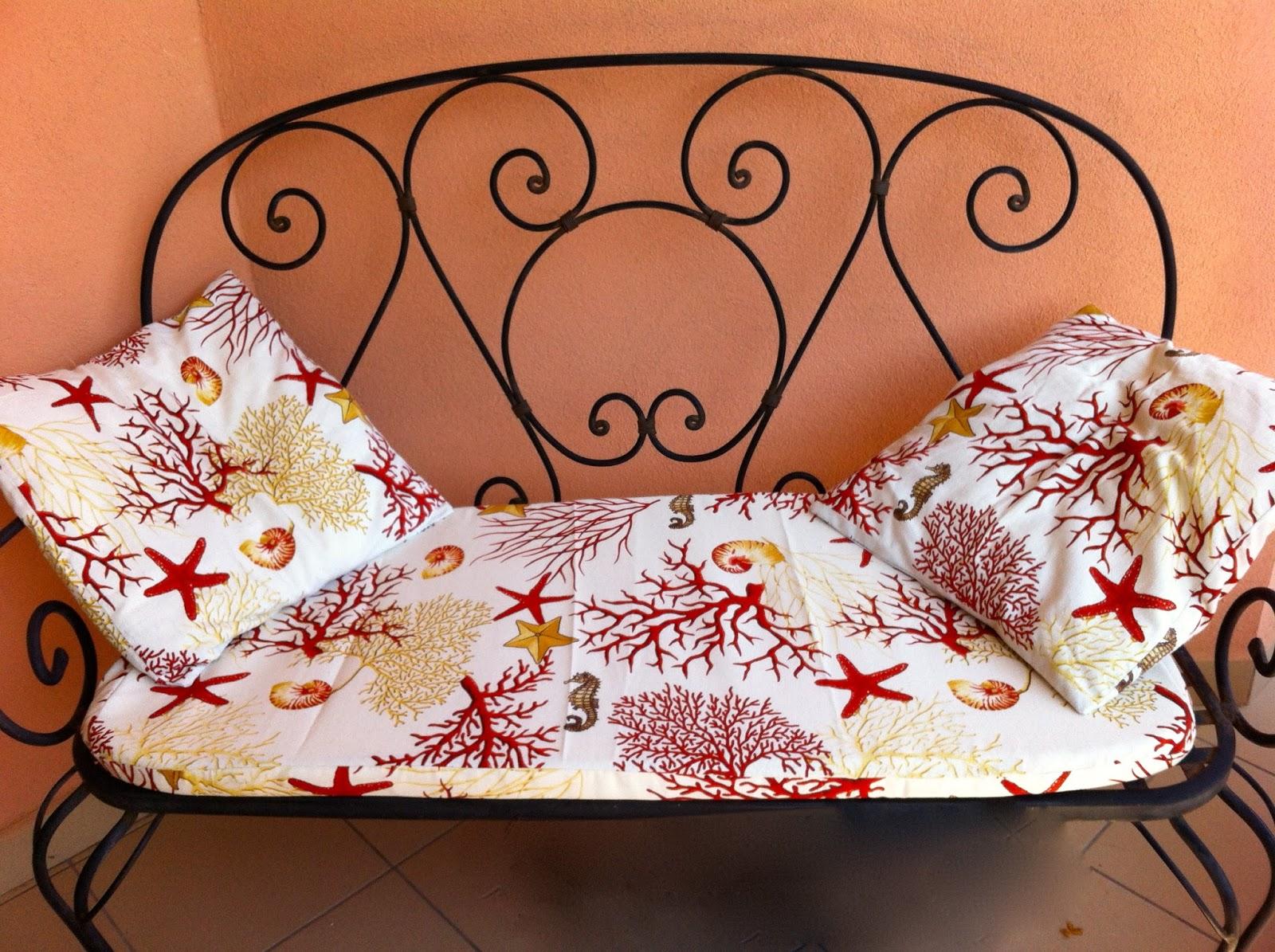 Ikuccioli rivestire il cuscino del divano in ferro battuto for Rivestire divano
