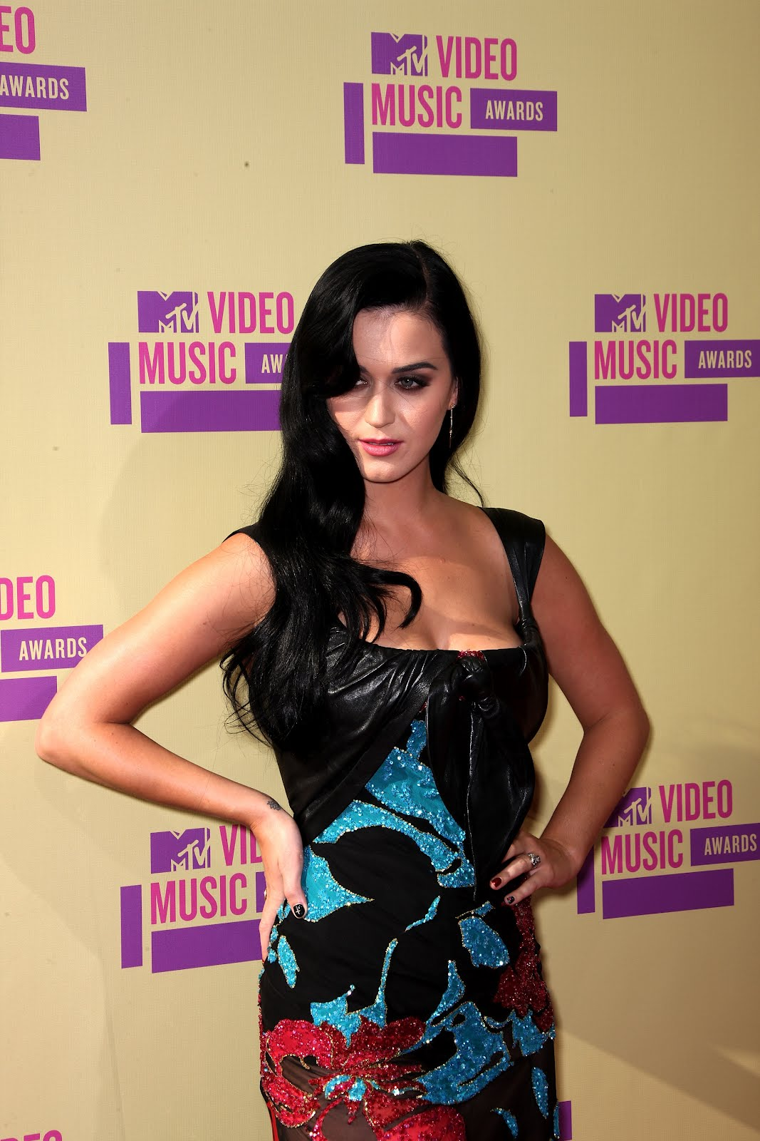 http://4.bp.blogspot.com/-6fD08OEwu9w/UEleUWnfaDI/AAAAAAAAMwA/e2BrWdfVQfE/s1600/Katy-Perry-en-MTV-Video-Music-Awards-2012-1.JPG