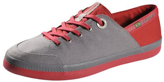 Tênis cinza com vermelho