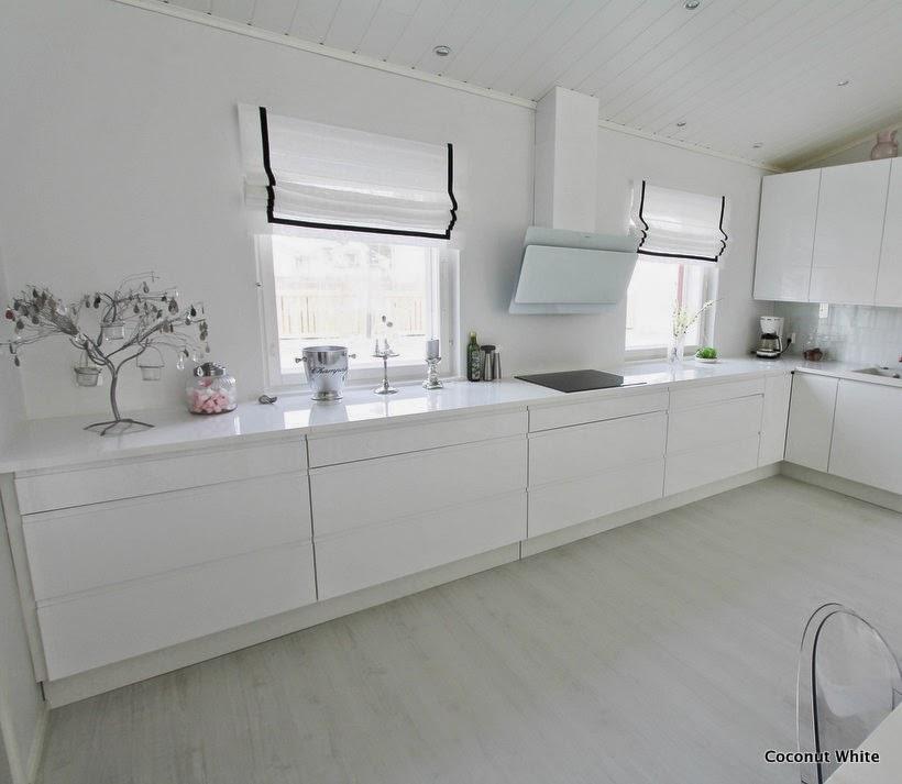Teetetyt mustavalkoiset laskosverhot keittiöön  Coconut White