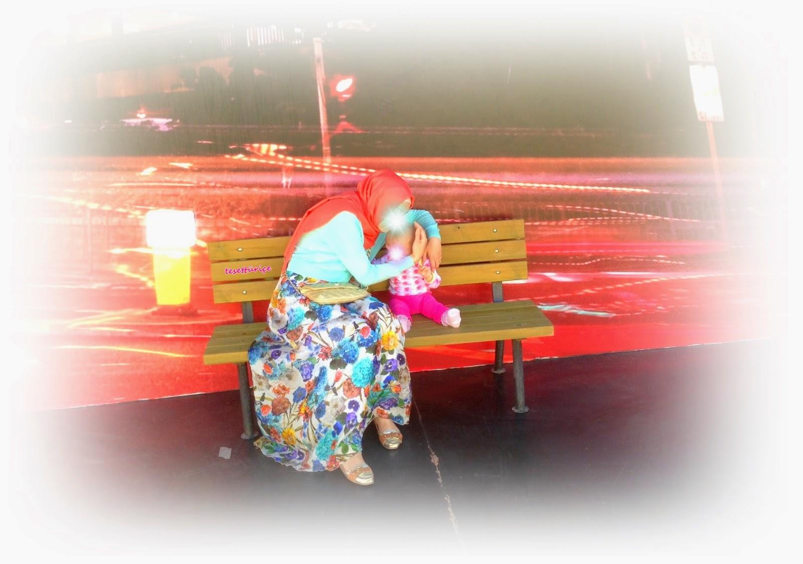yazlık maksi uzun ipek elbiseli tesettür kombin blog