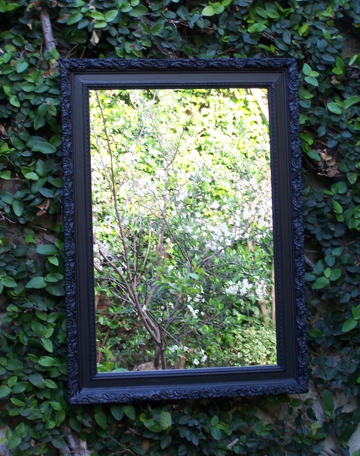 Chiribitil: Espejo marco antiguo madera y yeso en negro mate