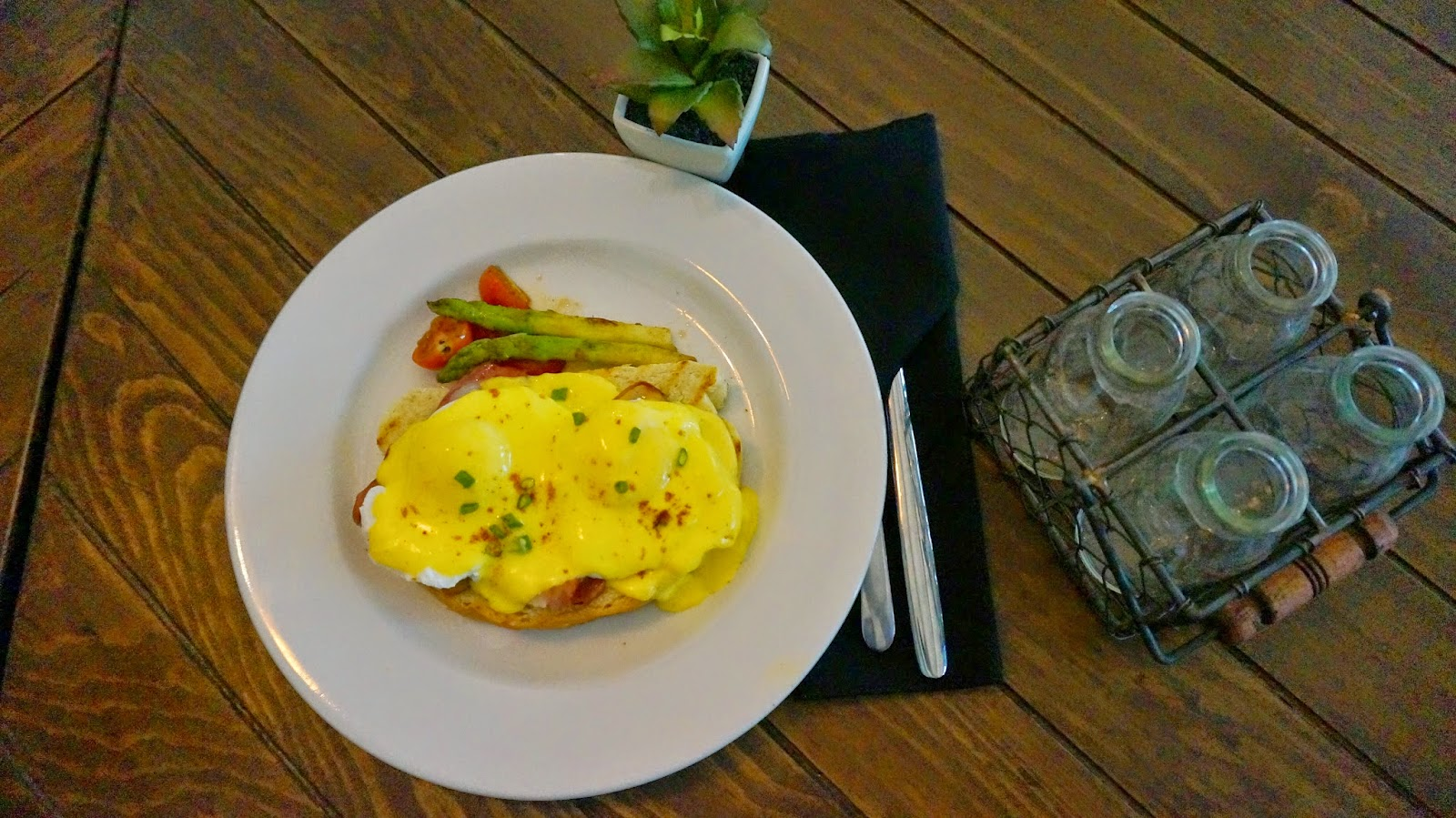Historica Coffee & Pastry Food Egg Benedict