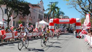 Atletas de diversos países participam da maior competição de ciclismo da América Latina