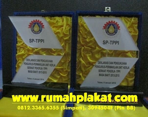 Bikin Plakat Penghargaan Surabaya, Pesan Plakat Akrilik, Harga Vandel Penghargaan, 0856.4578.4363