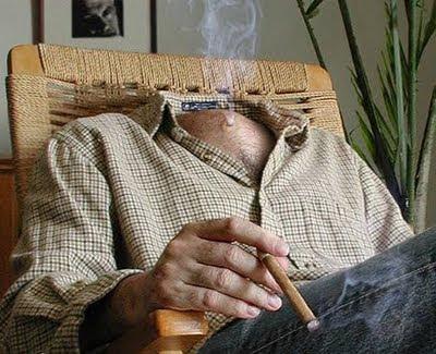 http://4.bp.blogspot.com/-6gHuTBttTyE/Tamede3BCbI/AAAAAAABDOM/ZsuUB6EkxTQ/s1600/smoking-is-dangerous.jpg