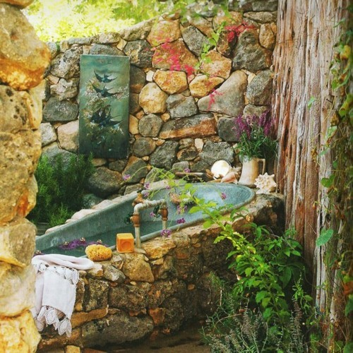 How About An Outdoor Stone Bath? I Donu0027t Think Iu0027d Ever Get Out Of This Tub!