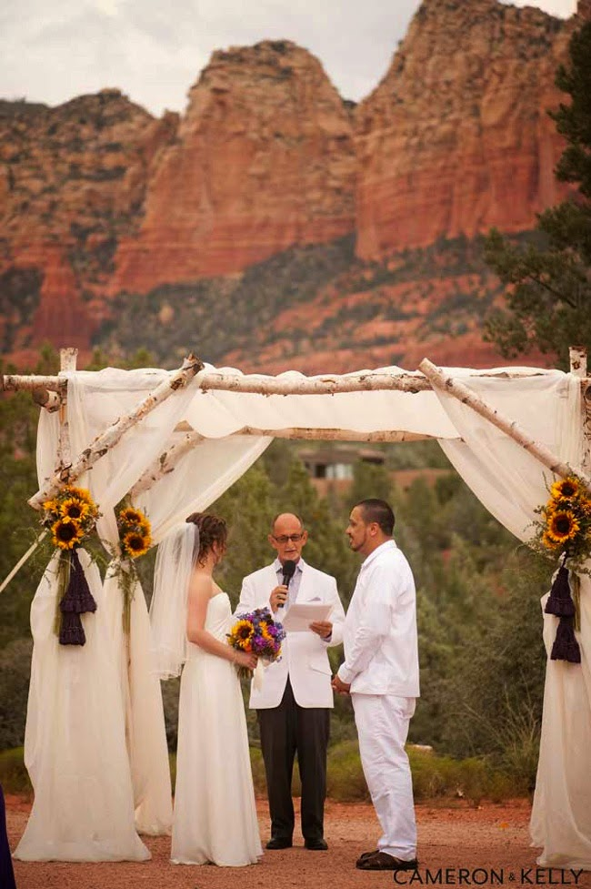 http://www.phoenixbrideandgroom.com/blog/real-arizona-wedding_sedona-wedding_tlaquepaque_meredith-and-fabian