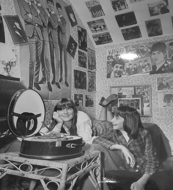 The beatles fans in 1965 vintage everyday for Beatles bedroom ideas