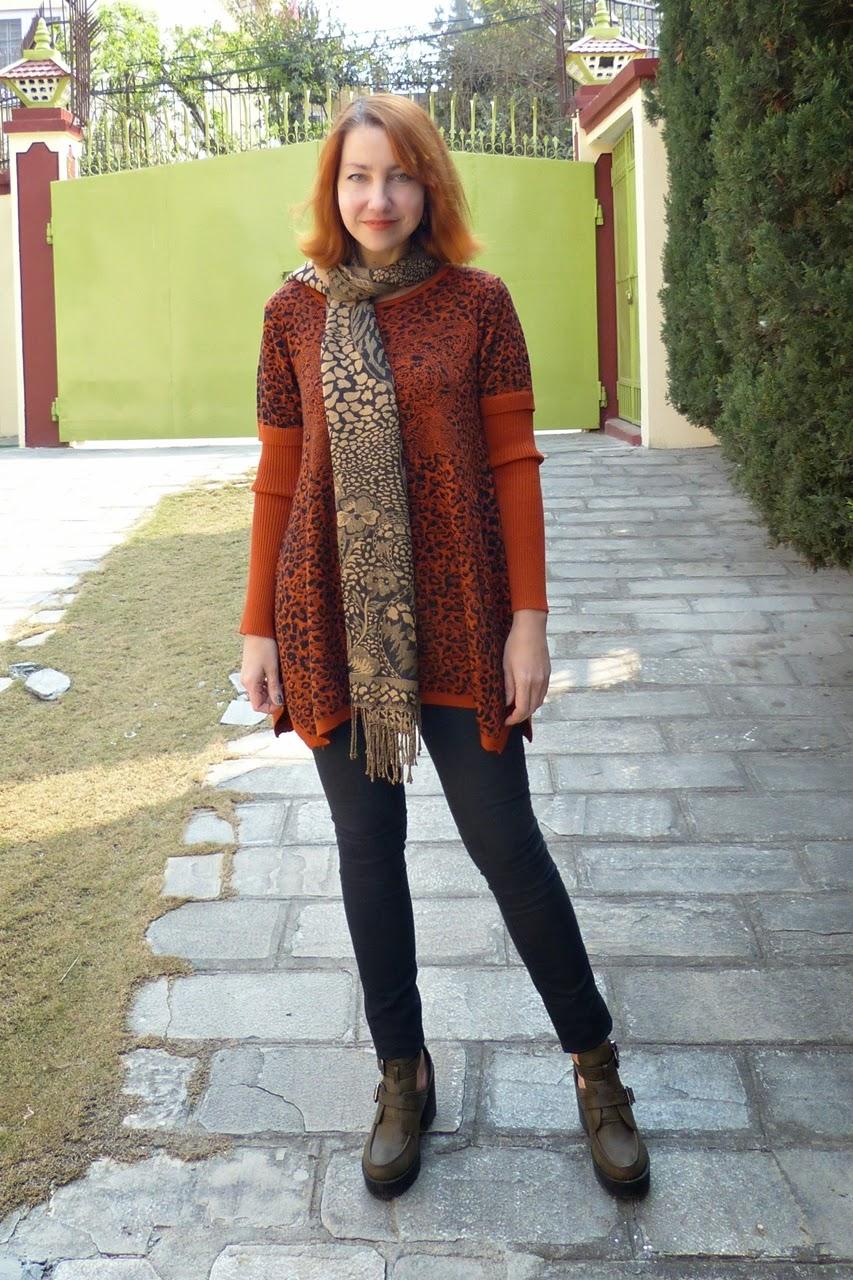 Leopard pring sweater dress in rusty brown