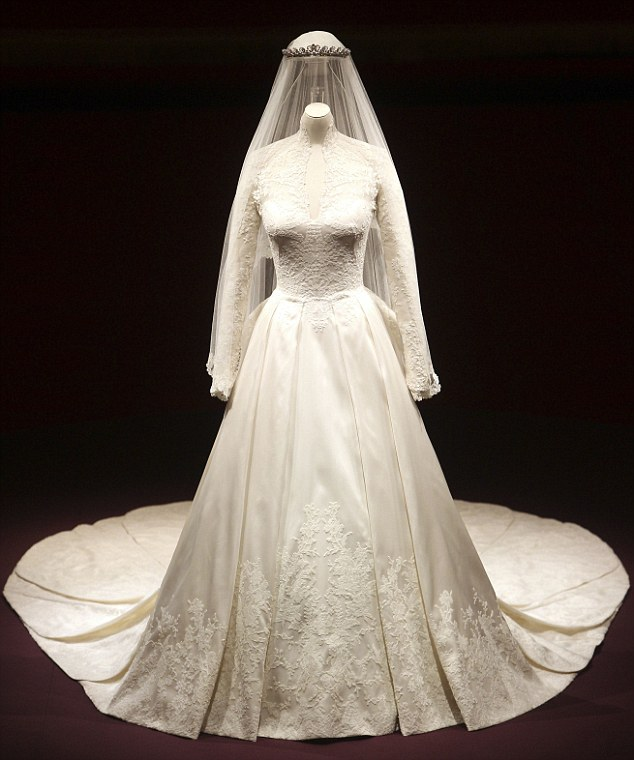 Strictly kate catherine the duchess of cambridge a for Wedding dress princess kate