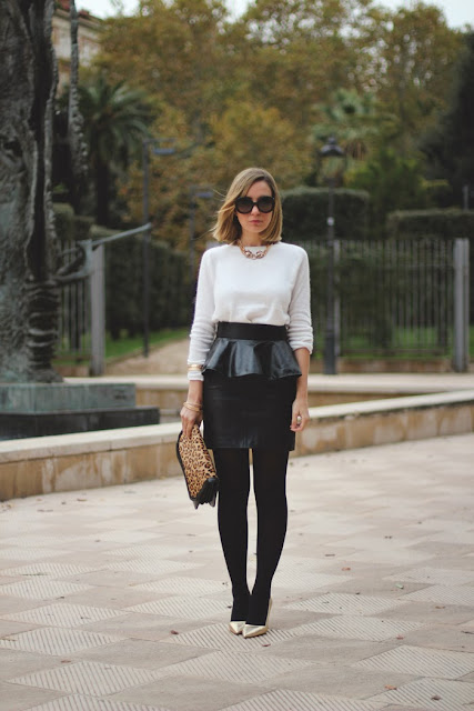 Peplum skirt, leather skirt, mohair, angora, golden, leopard necklace, golden bracelets, prada baroque, look para una cita