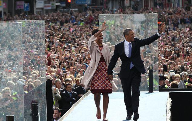 http://4.bp.blogspot.com/-6hvxoTtG5Xw/TduXXWzZTTI/AAAAAAAAD9c/3xzLwq-5BfM/s1600/Obama%2Bin%2BMarc%2BJacobs.jpg