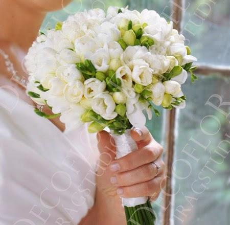 Fehér menyasszonyi csokor fréziából