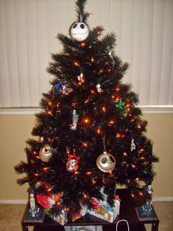 os dejo con este enlace de una chica que hace bolas de navidad decoradas a lo mejor sacis algunas ideas