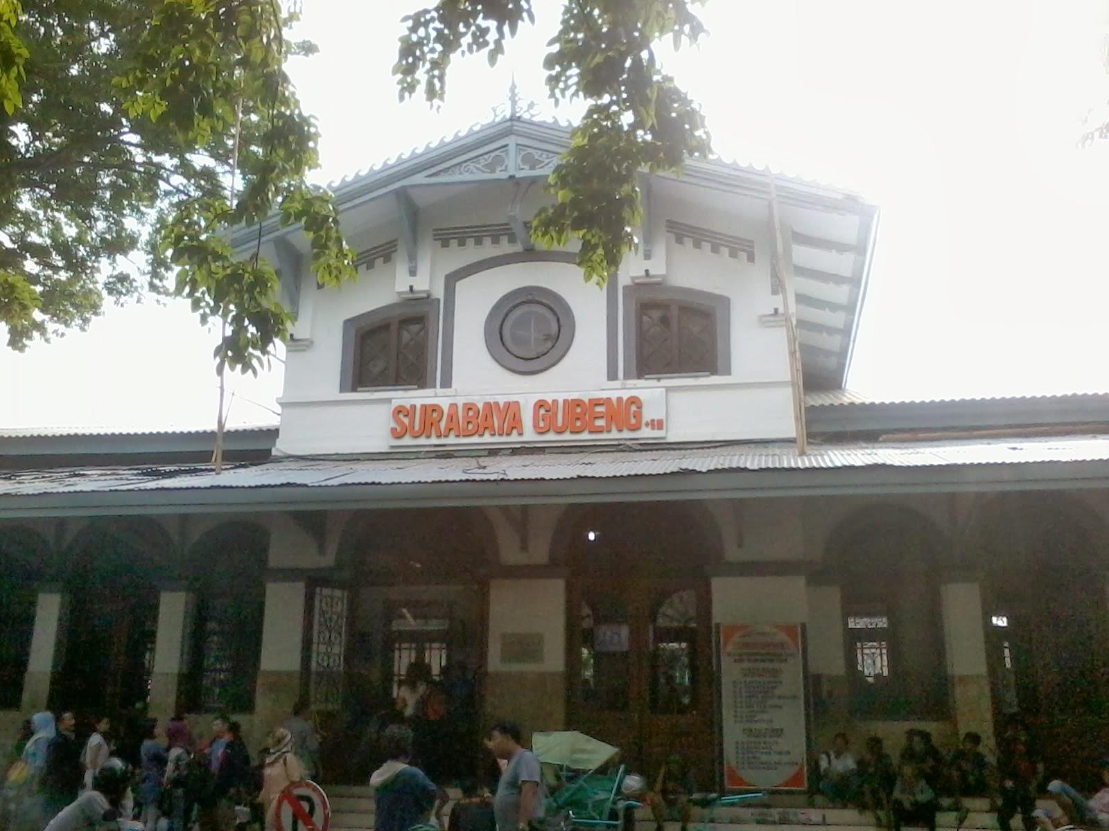 Kami Langsung Cus Menuju Seberang Jalan Untuk Membeli Rawon Selain Sarapan Pagi Bisa Juga Oleh Karena Jarak Surabaya Dan Jogja