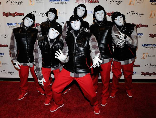 танцы в масках фото