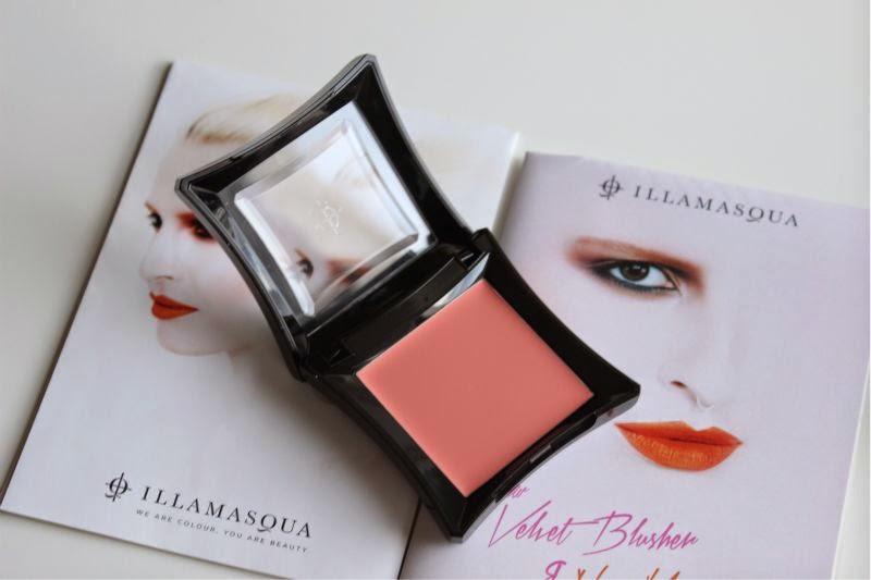 Illamasqua Velvet Blusher in Flirtatious
