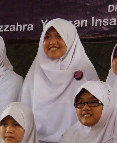 Foto Afifah bersama teman-temannya