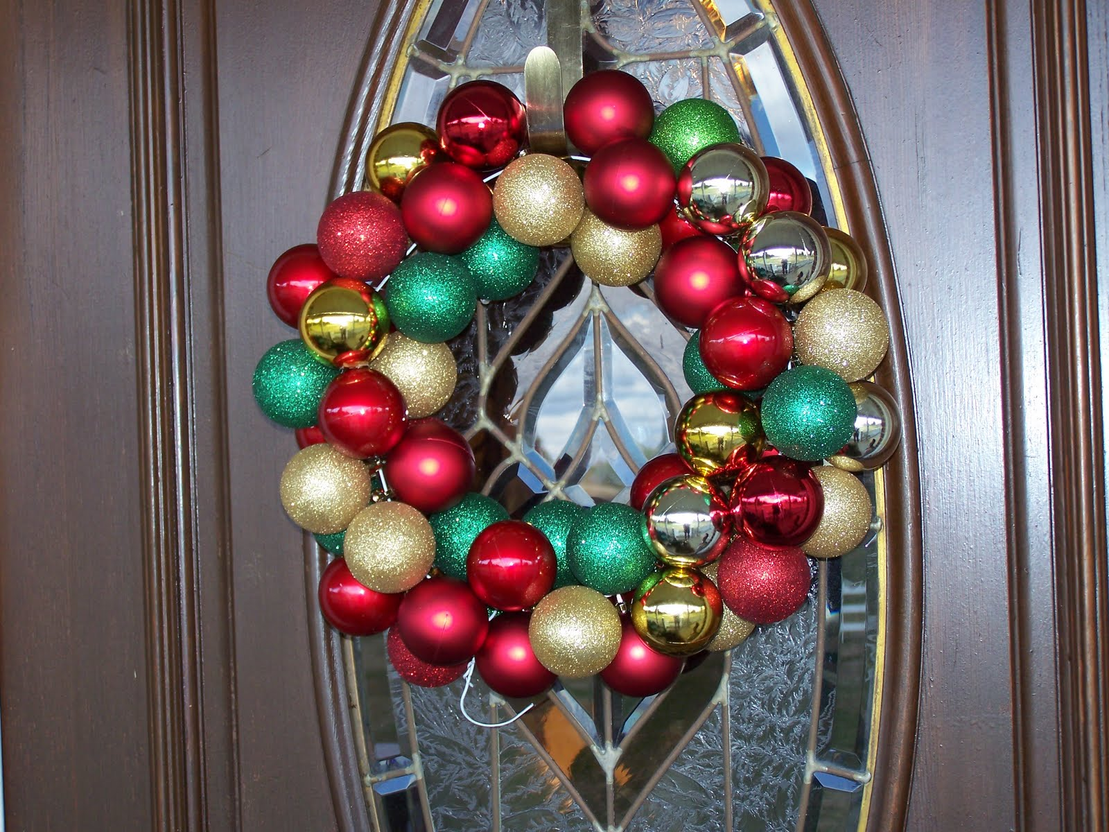 Become obsessed with wreaths lately i first saw the geo mesh wreaths
