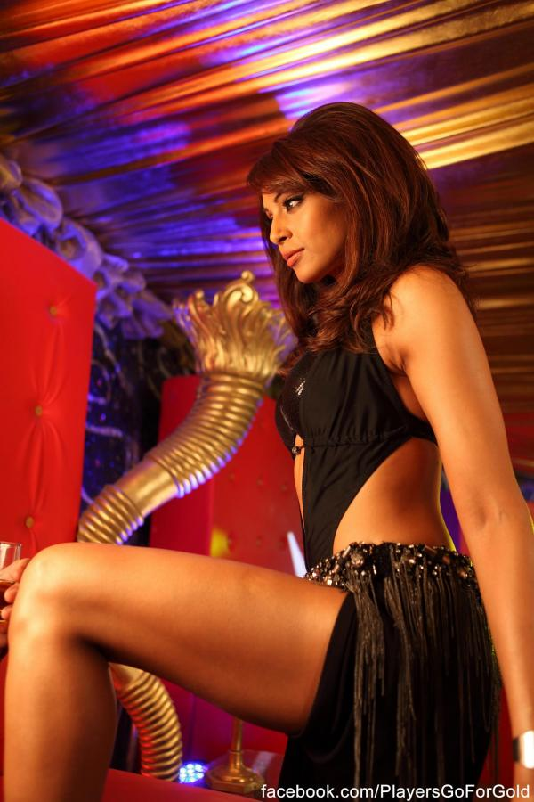 1 -  Bipasha Basu Latest hot still from players