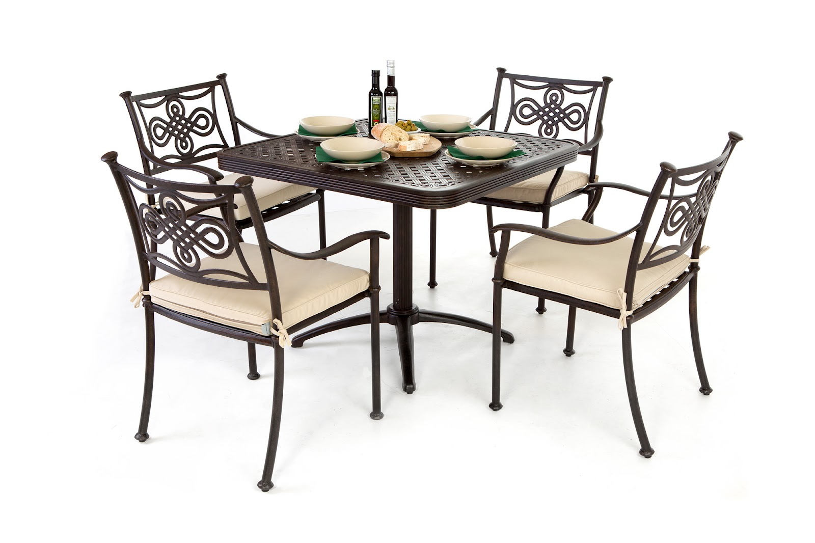 Outside edge garden furniture blog restaurant 23 selects for Small metal patio set