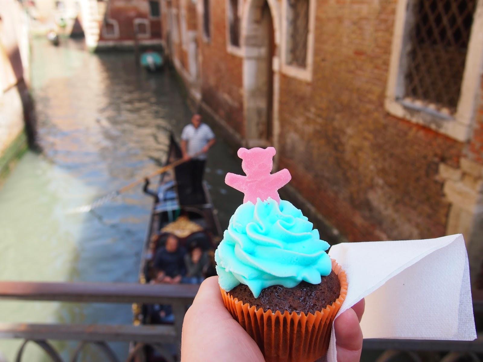 Cupcake and gondola in Venice